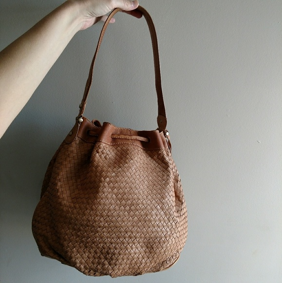 976e1615ff Vintage Liz Claiborne Woven Leather Bucket Bag. M 5b9816653e0caad7c06807f3